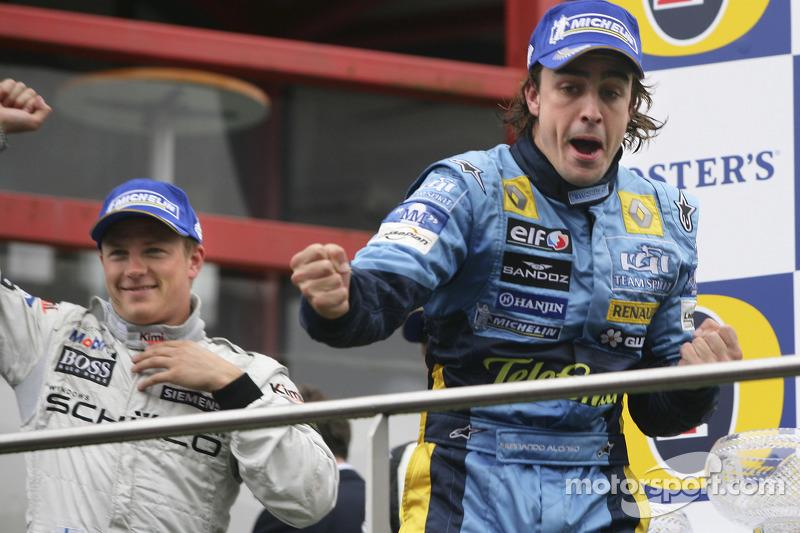 Podio: Fernando Alonso segundo lugar y Kimi Raikkonen ganador de la carrera