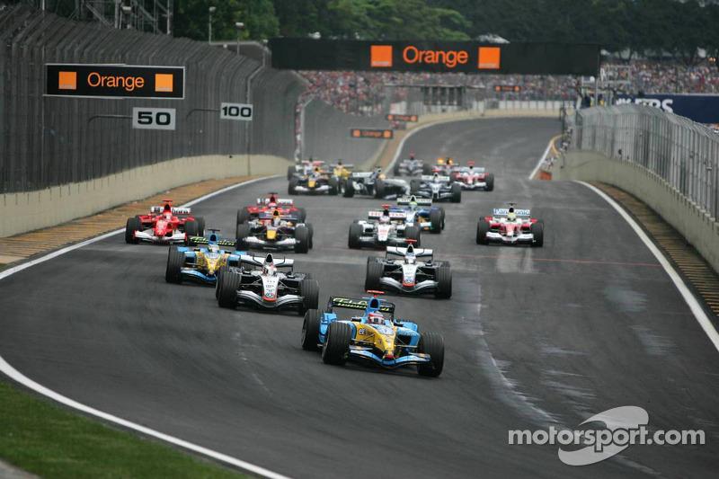 Salida: Fernando Alonso toma el liderato