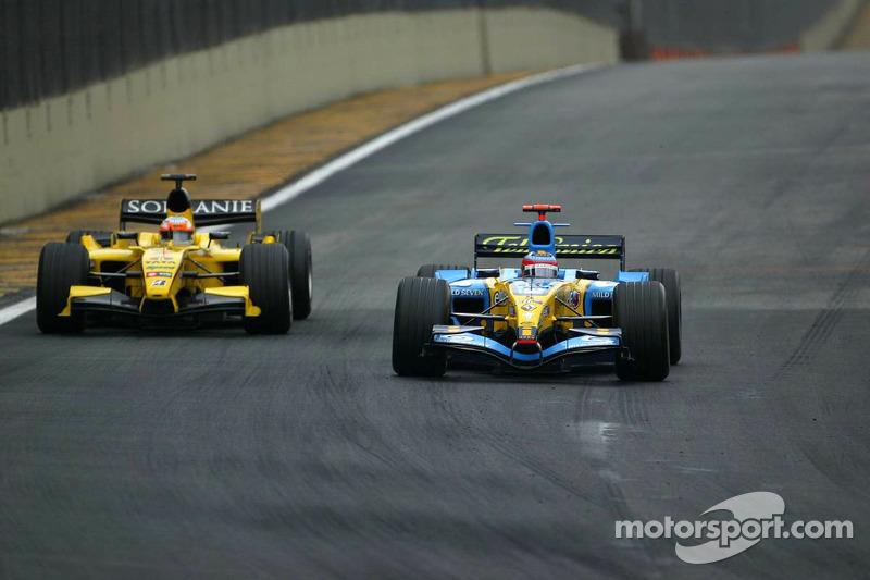 Fernando Alonso, Renault; Narain Karthikeyan, Jordan