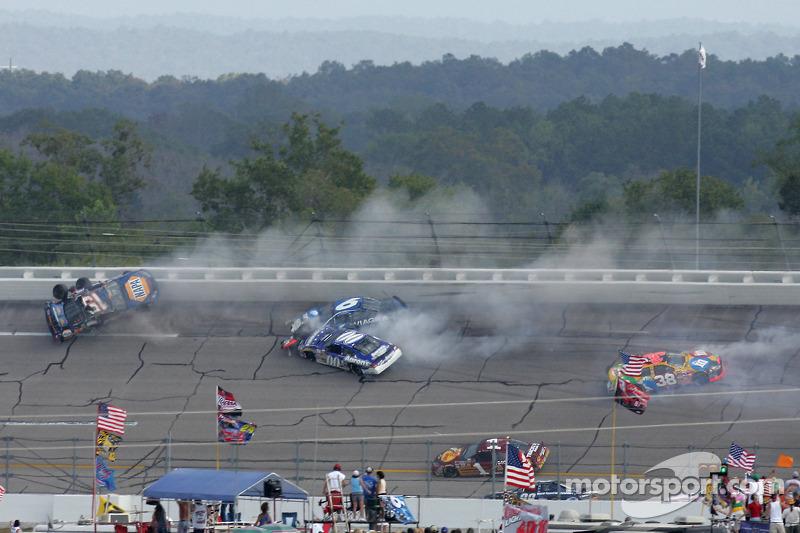 Herbst 2005: Crash mit Michael Waltrip, Mark Martin, Mike Skinner, Elliott Sadler