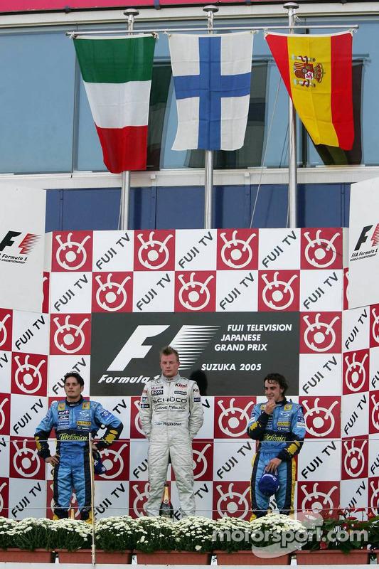 Podio: ganador de la carrera Kimi Raikkonen con segundo lugar Giancarlo Fisichella y tercer lugar Fernando Alonso
