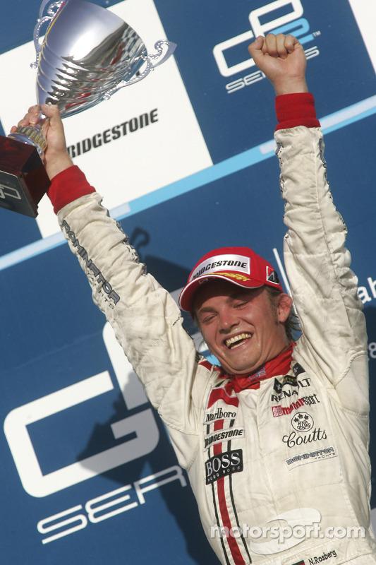 Podio: ganador de la carrera Nico Rosberg celebra