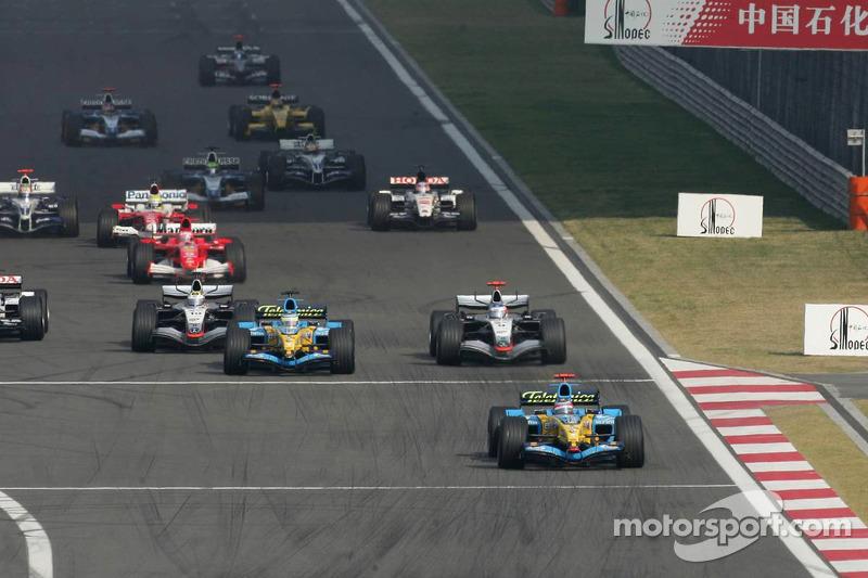 Inicio: Fernando Alonso lidera el grupo