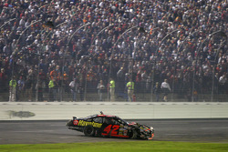 Jamie McMurray tries to make it to the pits