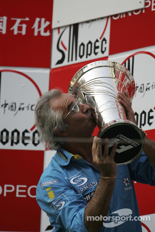 Podio: Flavio Briatore celebra el Campeonato del mundo