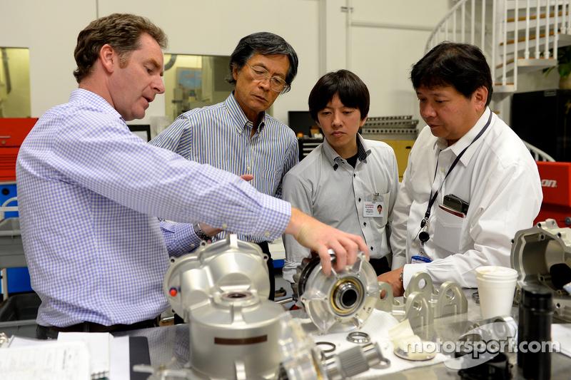 Nissan GT-R LM NISMO ve mühendisler