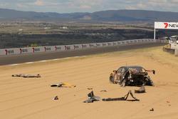#91 MARC Cars Australia Mazda 3 V8: Keith Kassulke, Jake Camalleri, Ivo Breukers in un enorme incidente