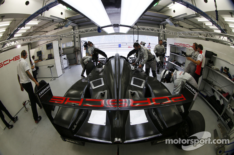 Porsche LMP1, Testfahrten in Bahrain
