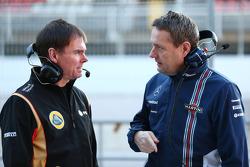 (从左到右)阿兰·帕玛尼,路特斯F1车队赛道运营总监和史蒂夫·尼尔森,威廉姆斯车队运动经理