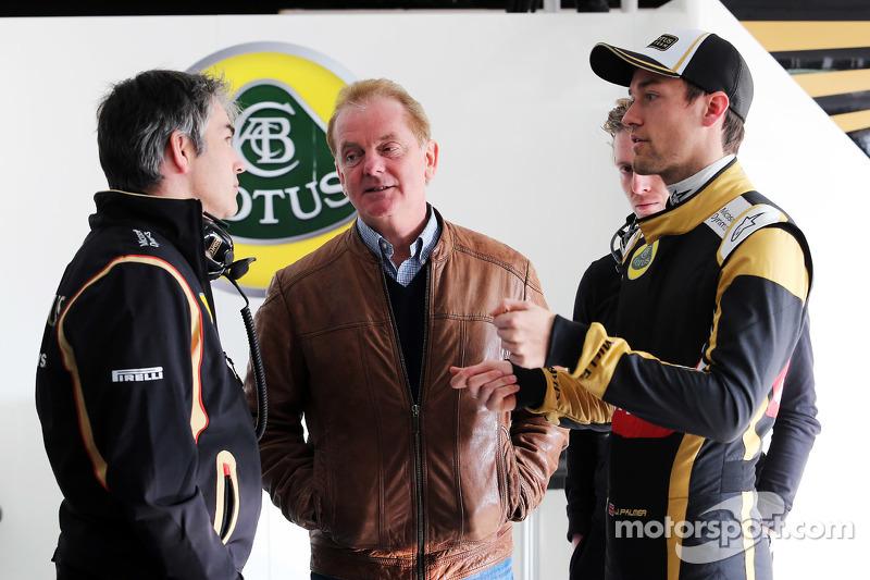 Нік Честер, Lotus F1 Team технічний директор, з Джонатан Палмер та Джоліон Палмер, Lotus F1 Team Тес