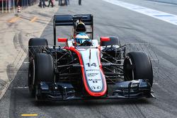 Fernando Alonso, McLaren MP4-30 correndo com equipamento sensorial
