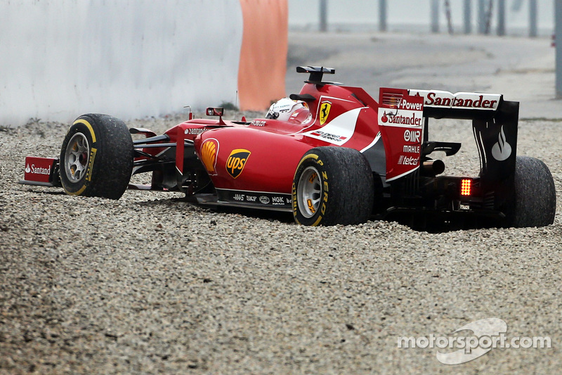 Sebastian Vettel, Ferrari SF15-T, dreht sich von der Strecke