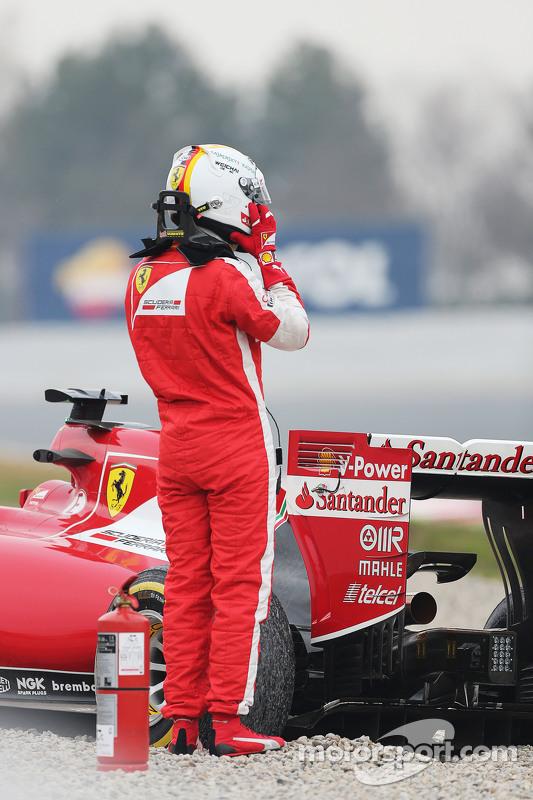 Sebastian Vettel, Ferrari SF15-T gira en la pista