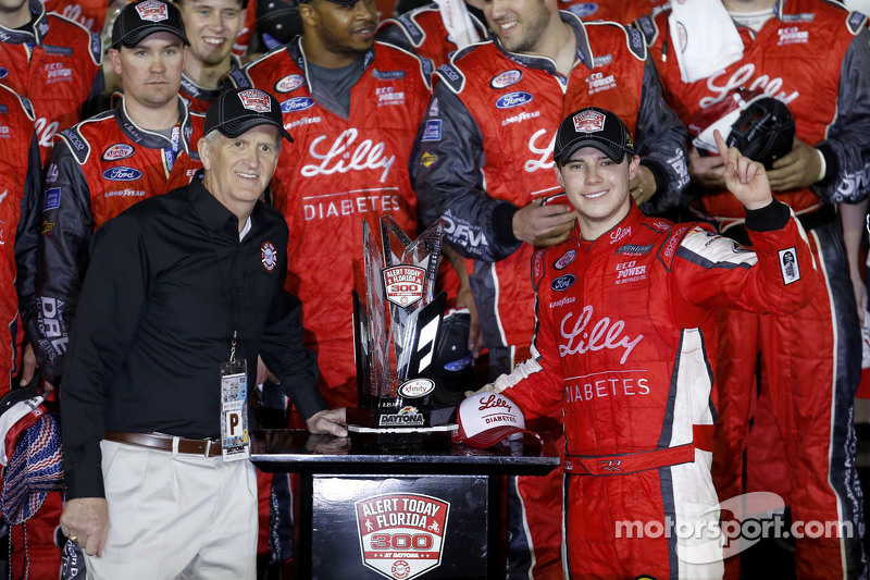 1. Ryan Reed, Roush Fenway Racing, Ford, feiert