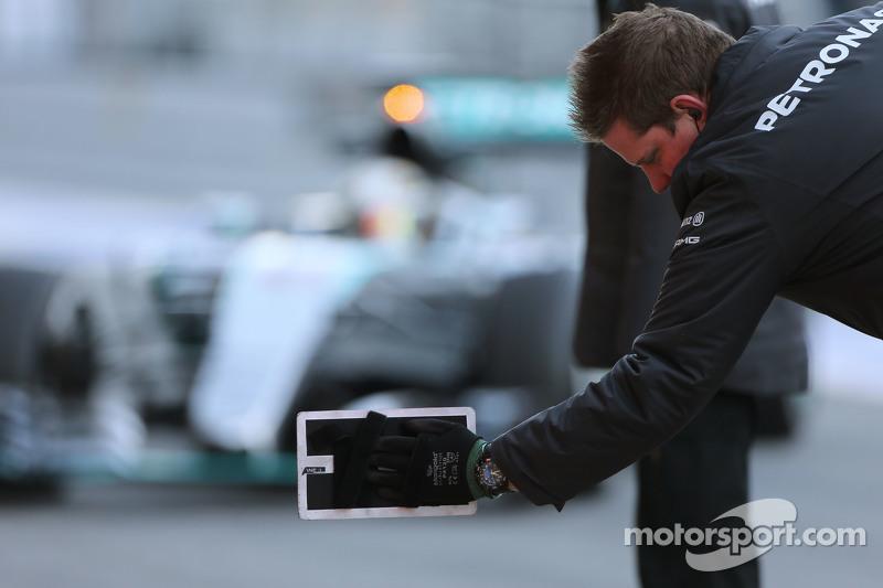 Lewis Hamilton, Mercedes AMG F1 W06, kommt in die Garage
