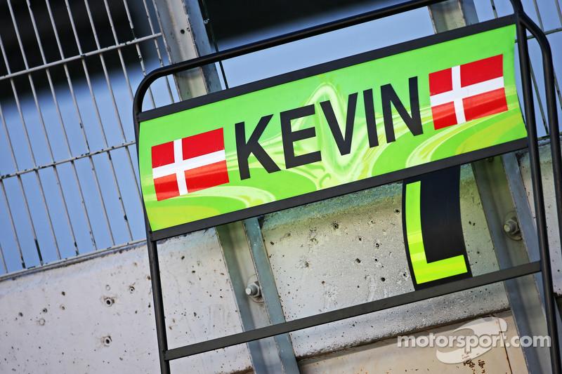 Boxentafel für Kevin Magnussen, McLaren, Test- und Ersatzfahrer