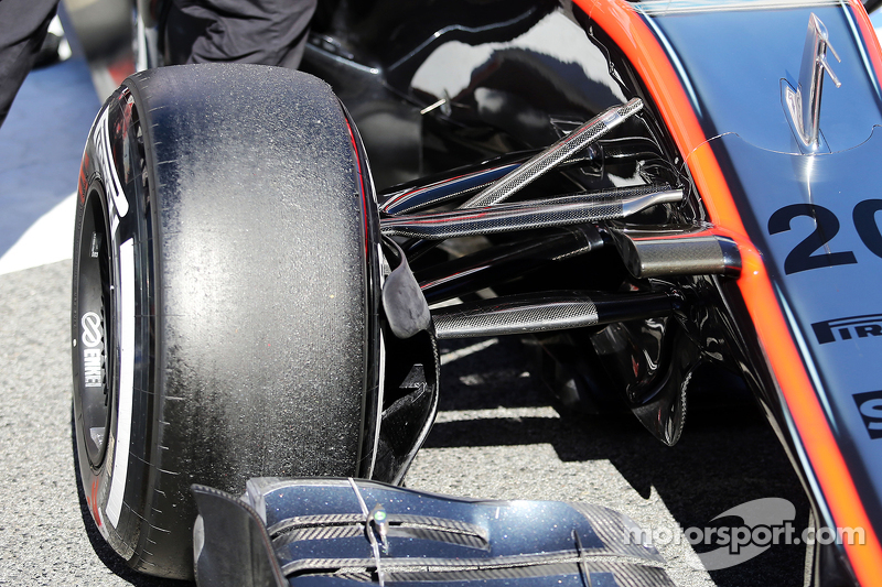 McLaren MP4-30 ön süspansiyon detayı