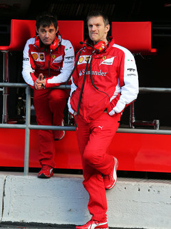 (Izquierda a derecha): Toni Cuquerella, Líder Ingeniero de Ferrari con James Allison, Director Técnico de Chasis de Ferrari