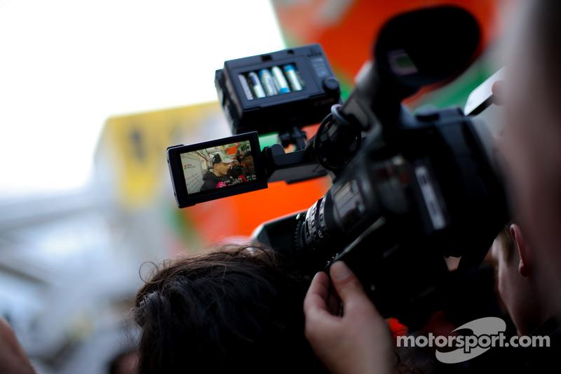 尼克·胡肯伯格, 印度力量车队,和媒体在一起