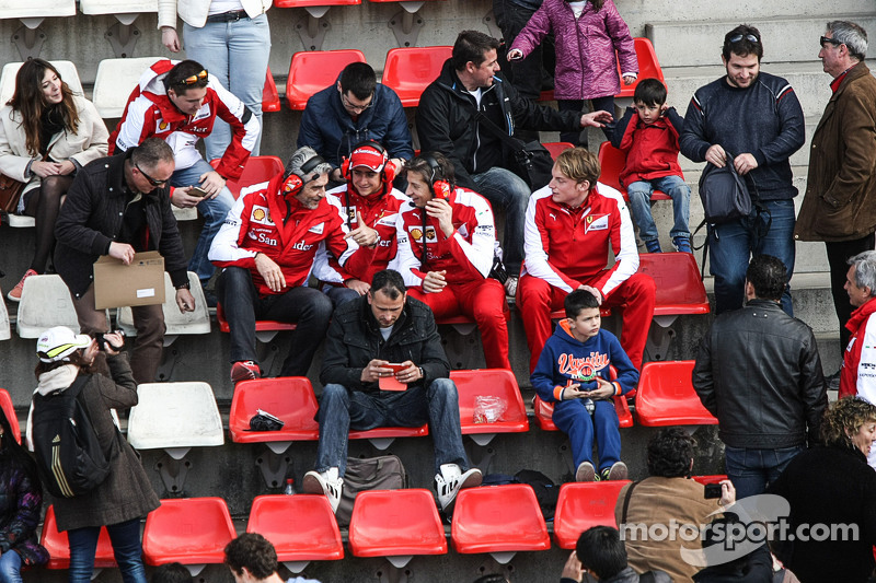 (da sinistra a destra): Maurizio Arrivabene, Team Principal Ferrari; Esteban Gutierrez, tester e ter
