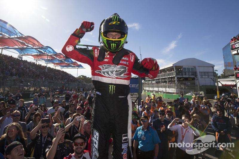 1. James Courtney, Holden Racing Team, feiert