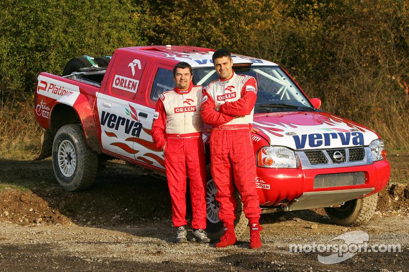 Equipe Nissan à Dessoude: Krzysztof Holowczyc et Jean-Marc Fortin avec la Nissan Pick-Up T1