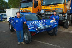Team Gauloises Schlesser: William Alcaraz and Josep-Maria Servia pose with the Schlesser-Ford Buggy