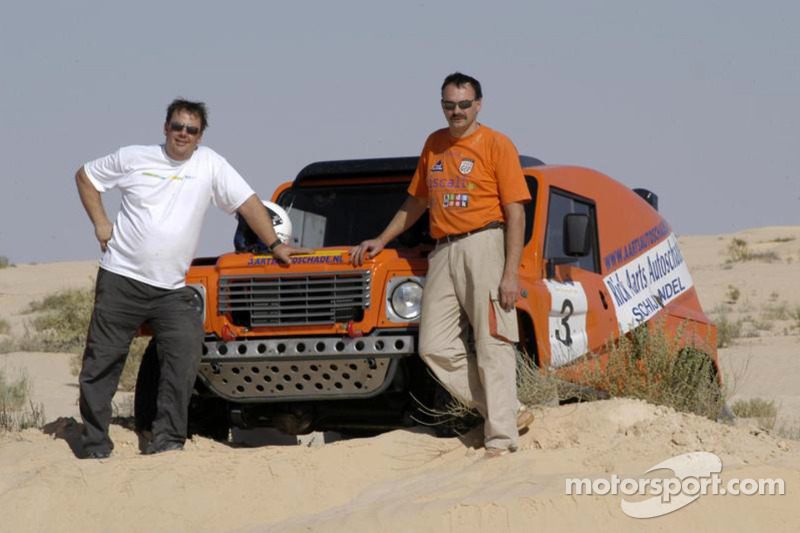 Equipe Dakar Sport: Rick Aarts et Roland Rypma posent avec la Team Dakar Sport Bowler