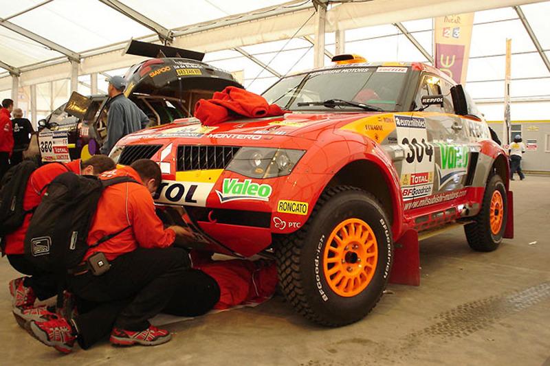 Team Repsol Mitsubishi Ralliart à l'assistance