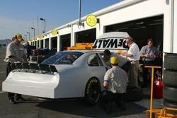 DeWalt Ford crew members at work