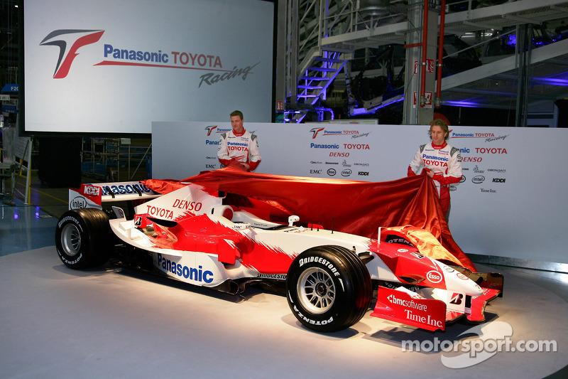Ralf Schumacher and Jarno Trulli unveil the TF106