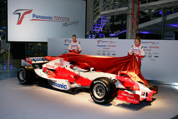 Ralf Schumacher and Jarno Trulli unveil the TF106