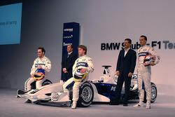 Jacques Villeneuve, Mario Theissen, Nick Heidfeld, Willy Rampf et Robert Kubica avec la BMW Sauber F