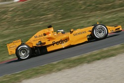 Педро де ла Роса тестирует новый McLaren MP4-21