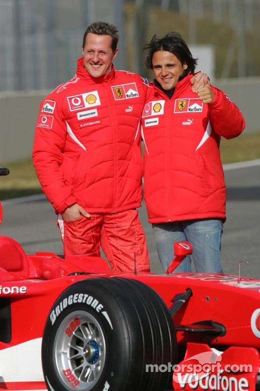 Michael Schumacher et Felipe Massa avec la nouvelle Ferrari 248 F1