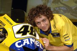Valentino Rossi con la Camel Yamaha M1 2006