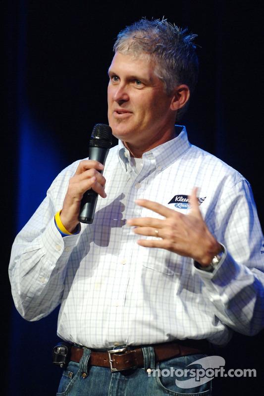 David Green aide à récolter des fonds au huitième Driver Auction à Las Vegas Chapter of Speedway Chi