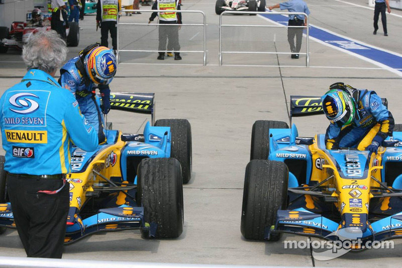 Race winner Giancarlo Fisichella and Fernando Alonso in Parc Fermé