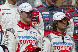 Drivers photoshoot: Ralf Schumacher and Jarno Trulli