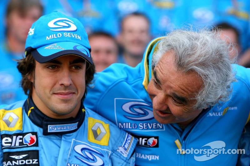 Renault F1 photoshoot: Fernando Alonso and Flavio Briatore