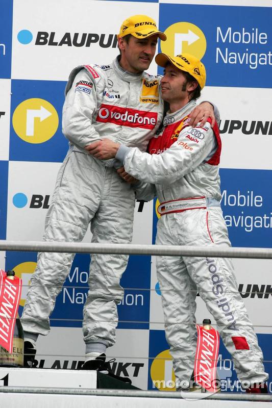 Podium: Heinz-Harald Frentzen félicite le vainqueur Bernd Schneider