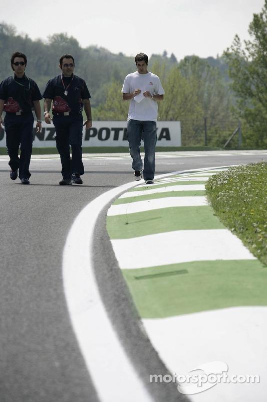 L'ingénieur de course Graziano Michelacci et le pilote d'essai Neel Jani