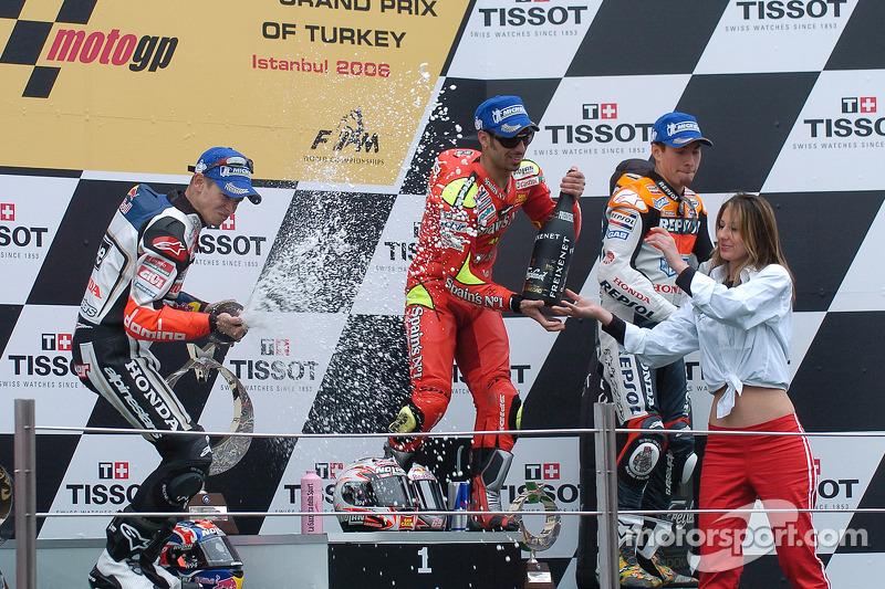 Podium: champagne pour Marco Melandri, Casey Stoner et Nicky Hayden
