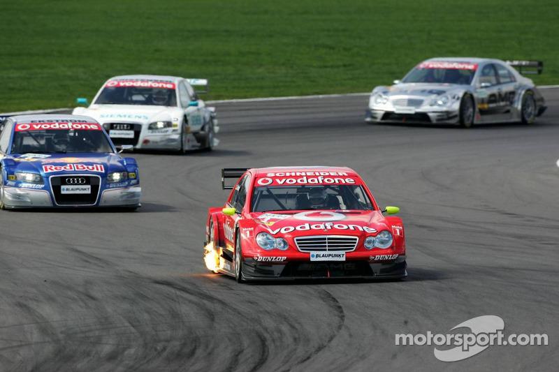 Bernd Schneider devance au devant de la course Mattias Ekström, Tom Kristensen et Mika Häkkinen