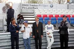 Visit of BMW Sauber F1 team Pitlane Park: Dr. Mario Theissen, Jacques Villeneuve and Nick Heidfeld