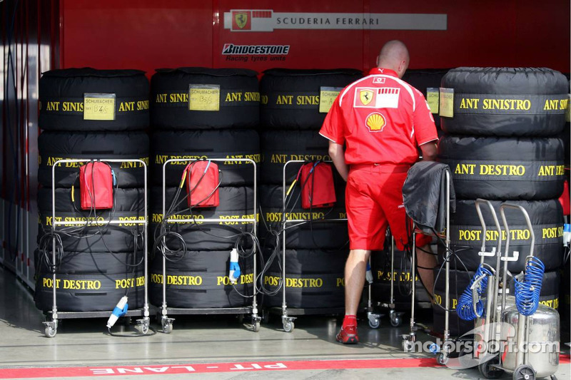 Pnes Bridgestone de la Scuderia Ferrari