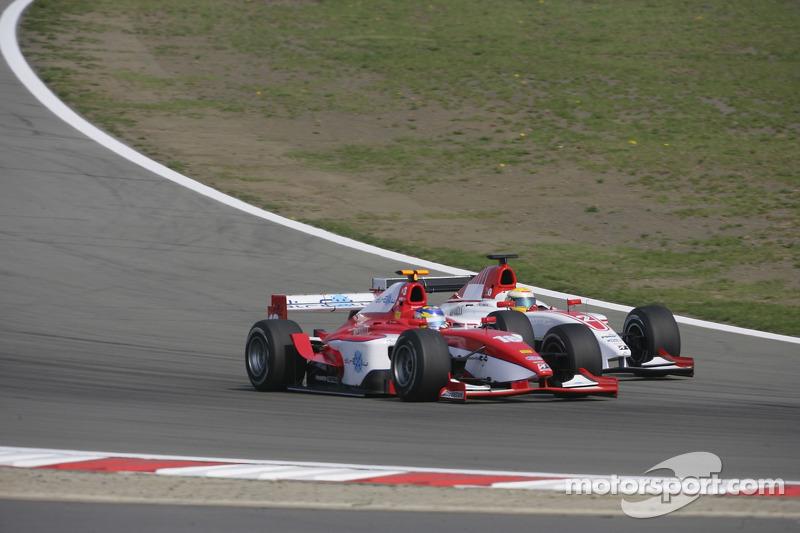 Hiroki Yoshimoto et Lewis Hamilton