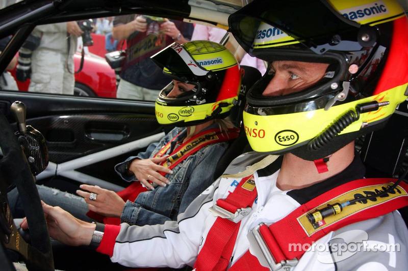 Cora et Ralf Schumacher dans une Toyota Corolla de Rally WRC 1999