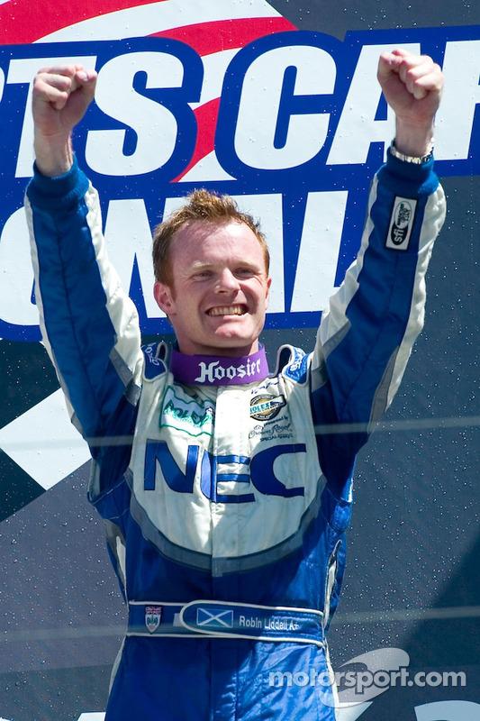 Le vainqueur GT Robin Liddell