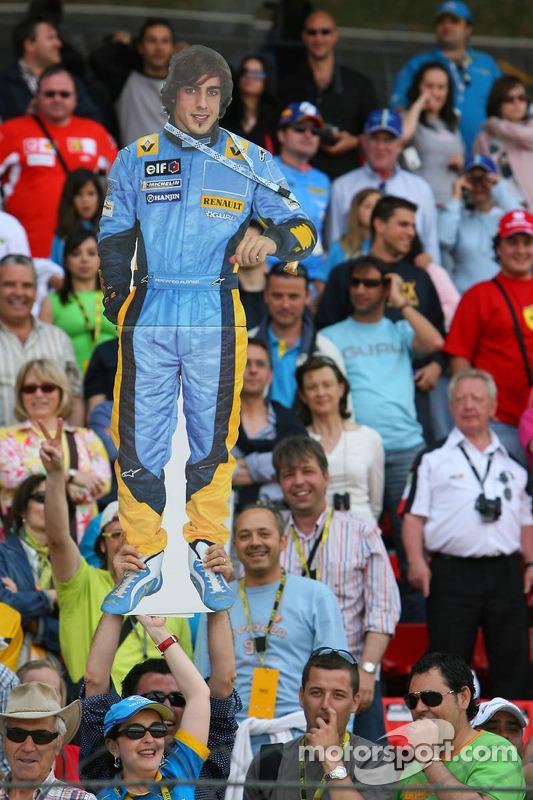 Des fans de Fernando Alonso dans la foule